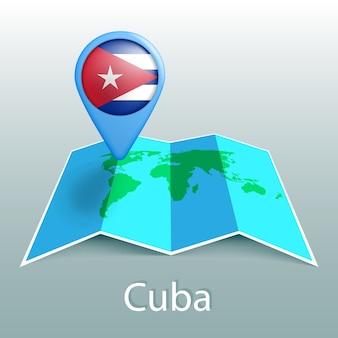 灰色の背景に国の名前とピンでキューバの旗の世界地図