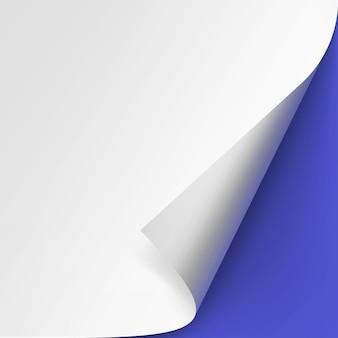 파란색 바탕에 흰 종이의 컬된 모서리