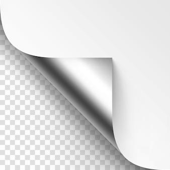 Загнутый серебряный металлический угол белой бумаги с тенью макет крупным планом, изолированные на прозрачном фоне