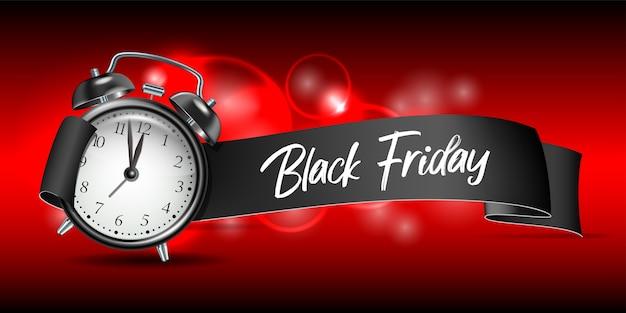 Изогнутая бумажная баннерная лента с надписью черная пятница и реалистичный черный будильник. шаблон этикетки для рекламы розничной продажи, скидки или специального предложения. образец для вашего баннера