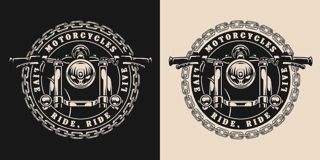 단색 스타일의 클래식 오토바이 전면 보기와 금속 체인이 있는 사용자 지정 오토바이 라운드 빈티지 배지