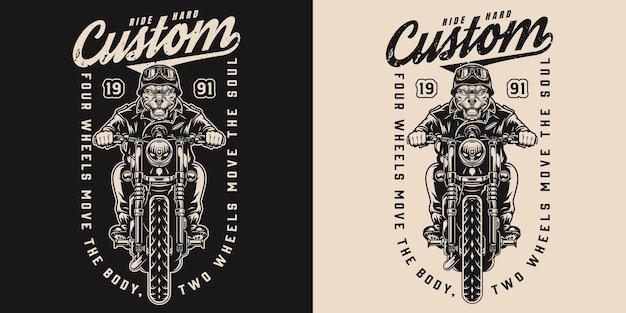 Изготовленная на заказ винтажная этикетка мотоцикла с изображением разгневанного гонщика-бульдога, едущего на мотоцикле на темном и светлом фоне