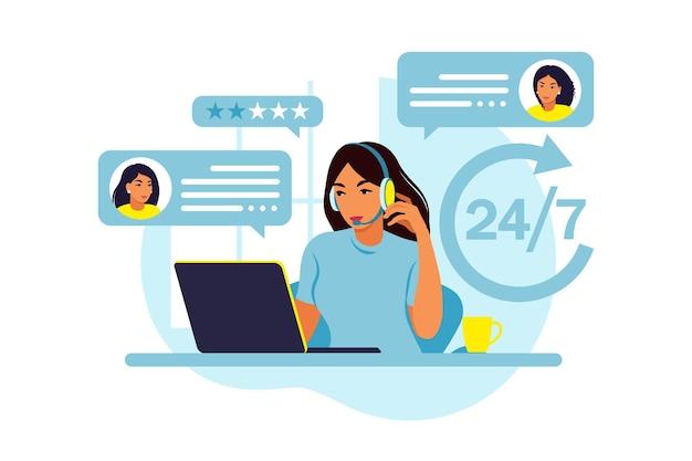 カスタマーサービスのコンセプト。ノートパソコンとヘッドフォンとマイクを持つ女性。サポート、支援、コールセンター。