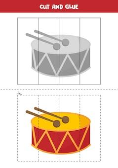 子供のためのカットアンドグルーゲーム。かわいい漫画のおもちゃのドラムのイラスト。未就学児のためのカット練習。子供のための教育ワークシート。