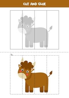 かわいい雄牛を持つ子供のためのカットアンドグルーゲーム。未就学児のための切断の練習。