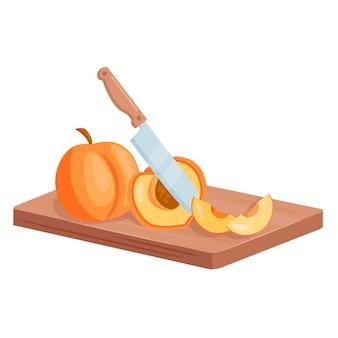 복숭아 열매를 자른다. 복숭아 잘게 잘린 조각은 도마 판자에 누워, 슬라이스 여름 과일