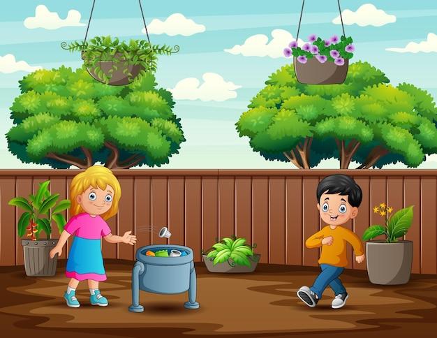 Милая девушка бросает мусор в мусорное ведро
