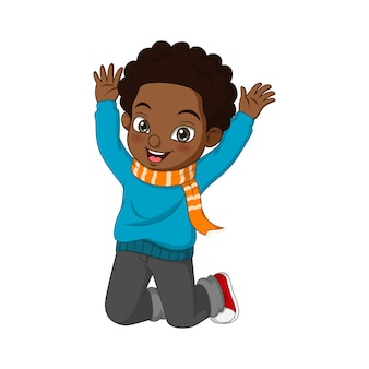 秋の服を着たかわいいアフリカ系アメリカ人の少年