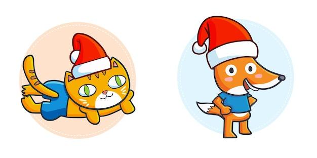 クリスマスにサンタの帽子をかぶっているキュートで面白いかわいいオレンジ色の猫とキツネ