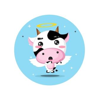 吹き替えポーズのかわいい天使の牛