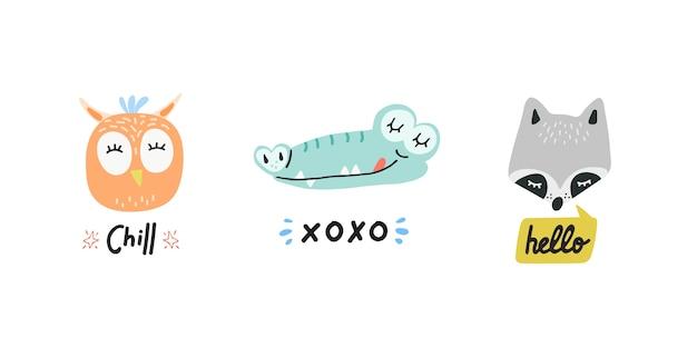 연설 거품 벡터 일러스트와 함께 귀여운 동물 머리. 손으로 그린 만화 올빼미, 악어 및 너구리