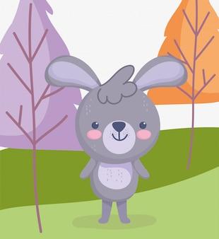 かわいい動物、草原の空に立っている小さなウサギ