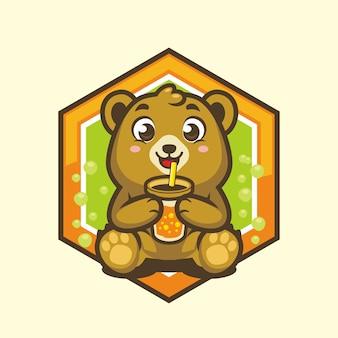 Милый медвежонок пьет сок талисман векторный рисунок
