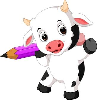 Симпатичная корова с коровой, держащая карандаш