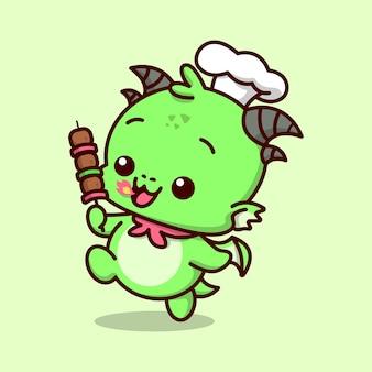 요리사 모자와 붉은 스카프를 착용 한 귀여운 아기 초록색 드래곤은 바비큐 고기 스틱을 가져옵니다.