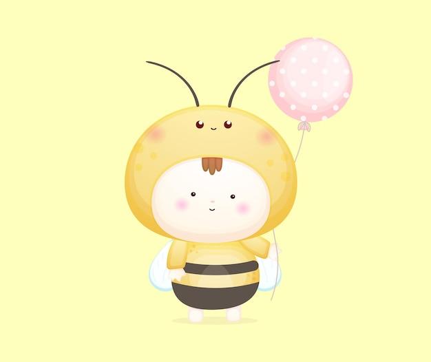 꿀벌 의상을 입은 귀여운 아기. 마스코트 만화 일러스트 프리미엄 벡터