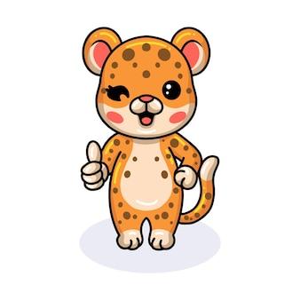 엄지손가락을 포기 하는 귀여운 아기 표범 만화