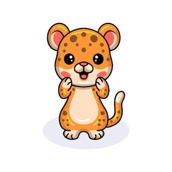 かわいい赤ちゃんヒョウ漫画立っている