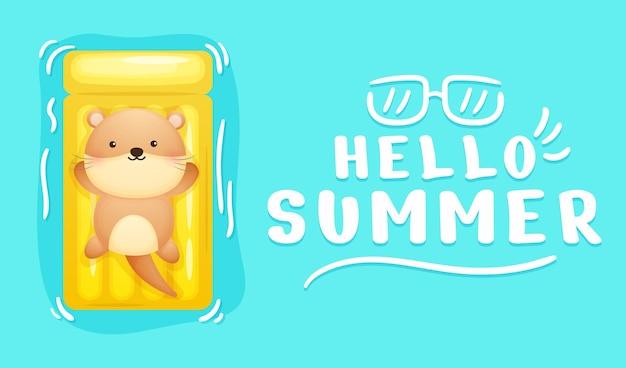 여름 인사말 배너와 노란색 수영 부표에 누워 귀여운 아기 수달