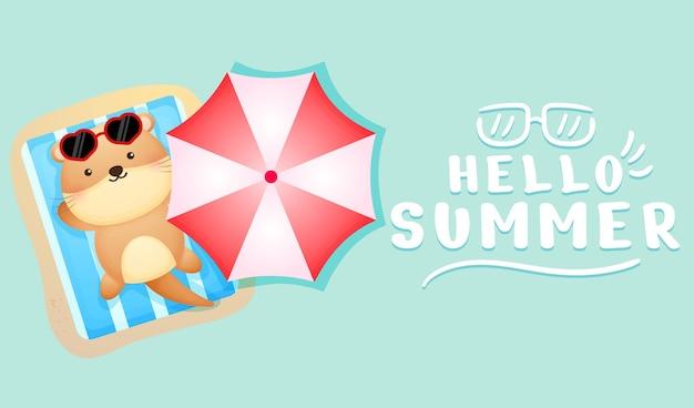 여름 인사말 배너와 함께 누워 귀여운 아기 수달