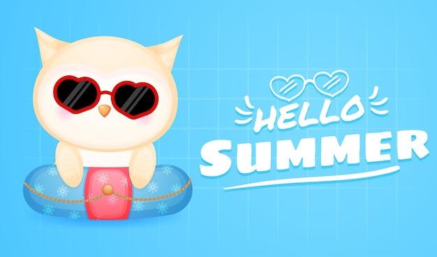 夏の挨拶バナーと水泳ブイのかわいい赤ちゃんフクロウ