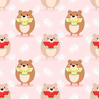かわいいクマはスイカのシームレスパターンを食べる。