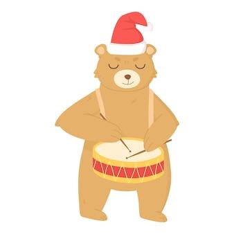 드럼을 치는 크리스마스 모자를 쓴 귀여운 곰
