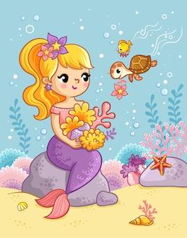 귀여운 아름다운 인어가 물속의 돌 위에 앉아 조개와 해초 사이에서 거북이와 놀고 있다
