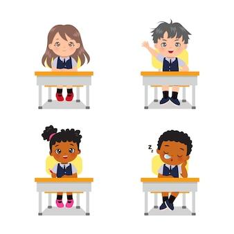 교실 세트에서 귀여운 소년과 소녀 활동