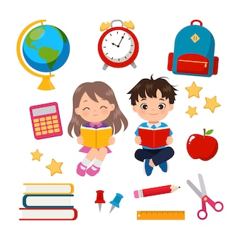 Милый мальчик и девочка, читающая книгу с набором школьных принадлежностей