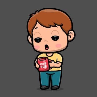黒の背景に分離されたホットコーヒー漫画を保持しているかわいい男の子。