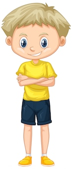 白の上に立っている黄色のシャツでかわいい男の子