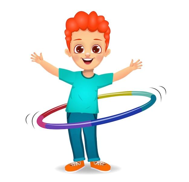 フラフープで遊ぶかわいい男の子の子供