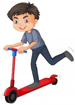 Милый мальчик, играя скутер изолированные