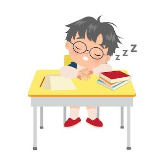 彼の勉強机で寝ているかわいい男の子