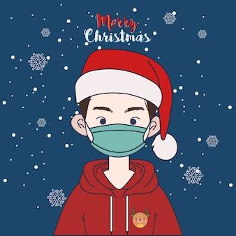 Милый мальчик в толстовке с капюшоном и шляпе санта в рождество зимой. мальчик с маской.