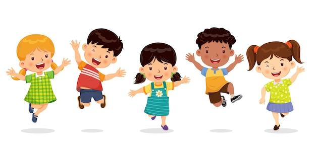기쁨과 재미로 점프하는 귀여운 소년과 소녀.