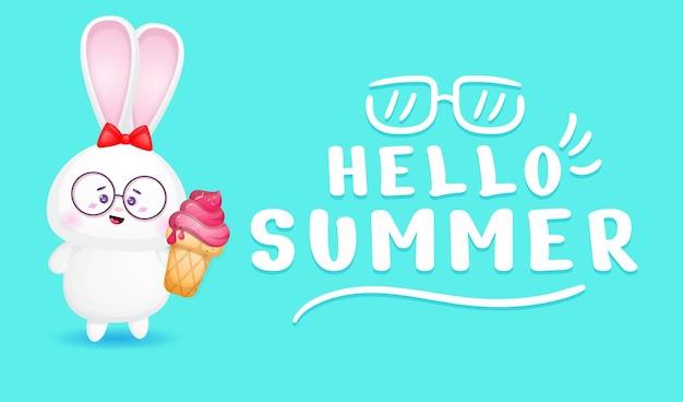 夏の挨拶バナーとアイスクリームを保持しているかわいいウサギの女の子