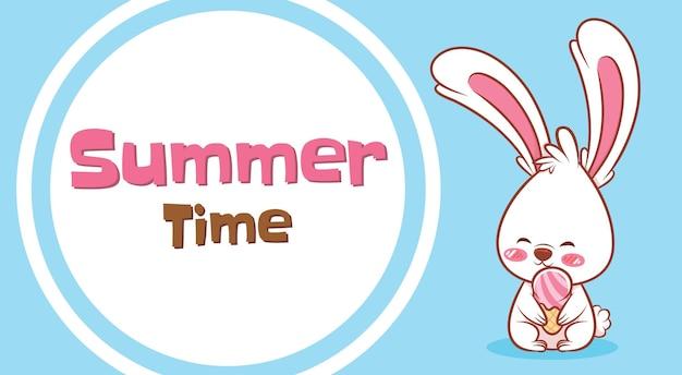 여름 인사말 배너와 함께 아이스크림을 들고 귀여운 토끼