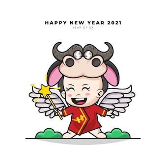 Милый мультипликационный персонаж китайского ребенка в костюме ангела-быка и поздравления с новым годом