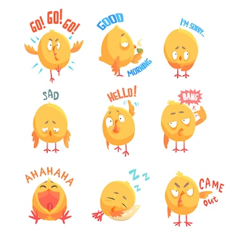 Симпатичные мультяшные цыплята персонажи с разными эмоциями и фразами набор иллюстраций