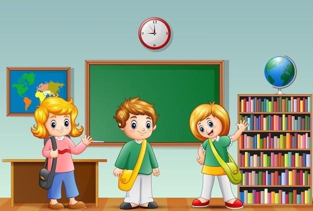かわいい漫画の学校の子供たちが教室で