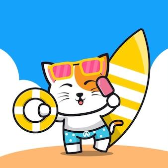 Милый кот держит кольцо для плавания с мороженым и мультяшную иллюстрацию доски для серфинга