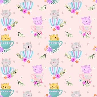 コーヒーカップの朝のかわいい猫はシームレスパターンを回します。