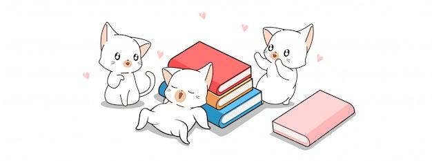 Симпатичные кошки счастливы в мире книжного дня