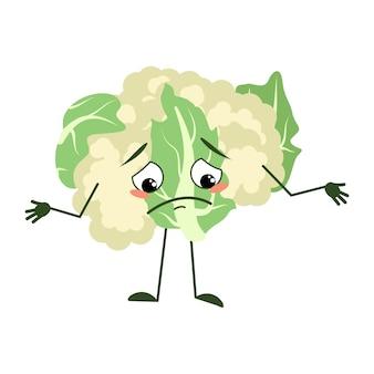 Симпатичный персонаж из цветной капусты с грустными эмоциями, опущенными глазами, удручающим лицом, руками и ногами, зелеными растениями ...