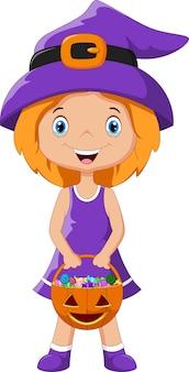 Милый ребенок в костюме ведьмы на хэллоуин