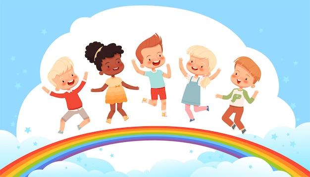かわいい子供たちが虹に乗って雲に飛び込んでいます。幸せな子供時代、友情と喜びについてのポスター。明るい子供の妖精の背景。漫画フラット