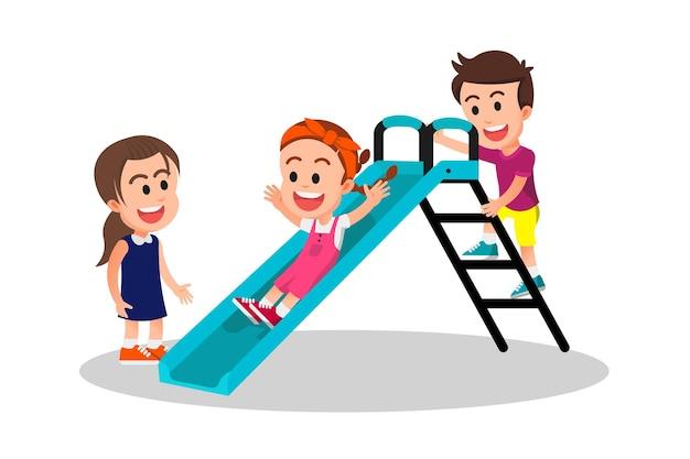귀여운 아이들이 즐겁게 슬라이드 놀이