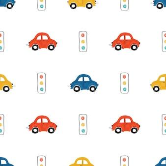 明るい背景に赤、青、黄色の小さな車でかわいい子供たちのシームレスなパターン。壁紙、ファブリック、テキスタイルデザインの漫画スタイルの自動車のイラスト。ベクター